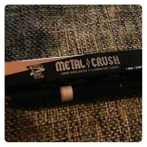 Kat von d metal crush liquid highlighter NWT